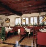 Dentro de um restaurante luxuoso Imagem de Stock Royalty Free