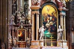 Dentro de um St Stephen Cathedral com a decoração bonita em Viena, Áustria fotografia de stock