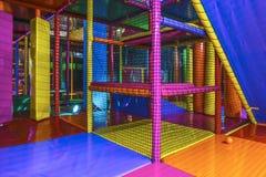Dentro de uma arena interna do campo de jogos Imagem de Stock