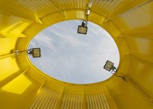 Dentro de uma câmara de ar amarela Fotos de Stock