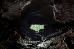 Dentro de uma caverna Fotografia de Stock Royalty Free