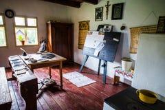 Dentro de uma das casas velhas no museu ao ar livre de Stara Lubovna Fotos de Stock