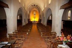 Dentro de uma igreja agradável foto de stock