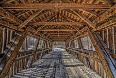 Dentro de uma ponte coberta fotos de stock royalty free