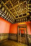 Dentro de un español histórico de la casa, finales de madera, puerta de madera vieja Fotos de archivo libres de regalías