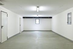 Dentro de un garage Imagen de archivo
