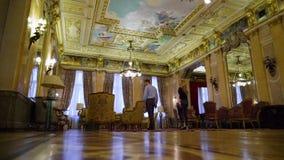 Dentro de un palacio hermoso almacen de metraje de vídeo