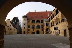 Dentro de un patio bávaro del castillo Imágenes de archivo libres de regalías