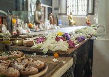 Dentro de un templo budista Imágenes de archivo libres de regalías