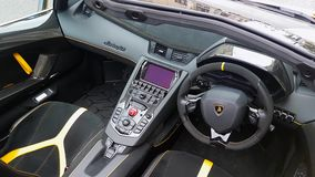 Dentro del automóvil descubierto de Lamborghini Aventador SV almacen de video
