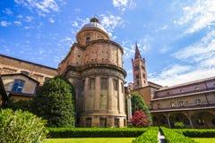 Dentro del claustro de la basílica di San Domingo en Bolonia Fotos de archivo