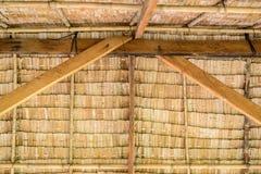 Dentro del cottage tailandese ricoperto di paglia del tetto Fotografia Stock