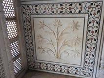 Dentro del mausoleo de Taj Mahal en Agra, la India, herencia de la UNESCO, construida 1632-1653 fotografía de archivo