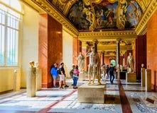 Dentro del museo del Louvre Imagen de archivo libre de regalías