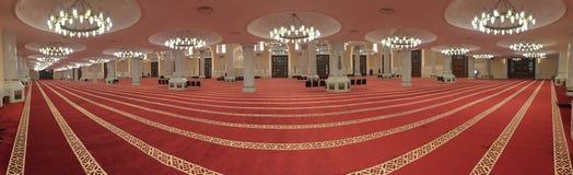 Dentro del panorama magnífico de la mezquita Foto de archivo
