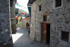 Dentro del pequeño pueblo de Ferrere, 1.869 m, Argentera, montañas marítimas (28 de julio de 2013) Fotografía de archivo libre de regalías