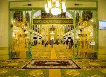 Dentro del pregare del sultano o di Sultan Mosque Singapore When Muslim di Masjid fotografia stock