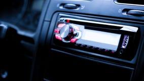 Dentro dell'automobile, radio multimedia fotografia stock libera da diritti