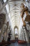 Dentro della cattedrale dall'altare Immagine Stock Libera da Diritti