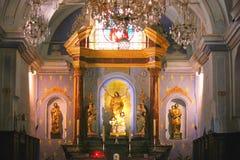 Dentro della chiesa di corte in Corsica fotografia stock libera da diritti