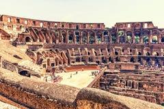 Dentro di Roman Coliseum immagini stock