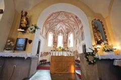 Dentro di una chiesa, altare Immagine Stock Libera da Diritti