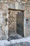 Dentro do castelo sobre a montanha na ilha de Leros, Grécia imagem de stock