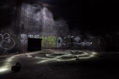 Dentro do depósito de gasolina subterrâneo abandonado Fotografia de Stock