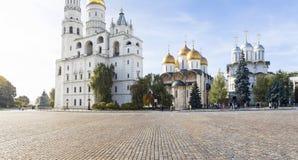Dentro do Kremlin de Moscou, dia de Rússia Vista panorâmico imagem de stock