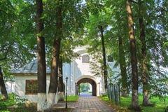 Dentro do monastério de Danilov da trindade em Pereslavl-Zalessky, Rússia foto de stock