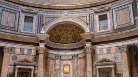 Dentro do templo do panteão imagem de stock