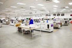 Dentro facilidade de uma fábrica da impressão e do empacotamento imagem de stock