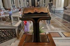 Dentro il Archbasilica papale di St John nel Lateran Fotografia Stock Libera da Diritti