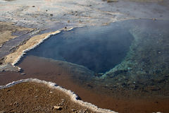 Dentro il Geysir dormiente in Islanda Fotografia Stock Libera da Diritti