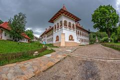 Dentro l'area dedicata al monastero di Prislop, la Romania Immagine Stock