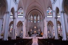 Dentro la chiesa cattolica con nessuno fotografie stock libere da diritti