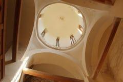 Dentro la vecchia chiesa in Velikiy Novgorod Immagini Stock Libere da Diritti