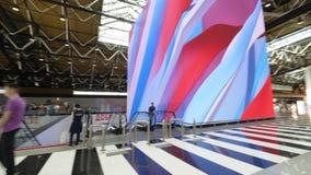 Dentro la vista del terminale B all'aeroporto di Sheremetyevo, Mosca video d archivio