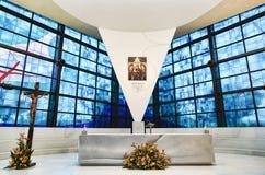 Dentro la vista di nuova chiesa di Madonna di amore Divine, destinazione famosa del pellegrinaggio cattolico - Roma - Italia immagine stock libera da diritti