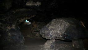 Dentro le grandi caverne antiche FHD stock footage