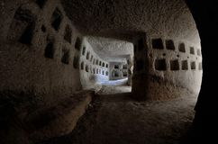 Dentro le piccionaie, costruite dalla gente turca durante i periodi di impero ottomano, nelle colombe di Cappadocia lungamente è  Fotografie Stock