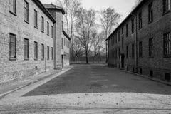 Dentro Nazi Concentration Camp di Auschwitz 1 che mostra alle costruzioni della caserma dove i prigionieri hanno vissuto nelle ci immagini stock
