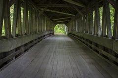 Dentro un vecchio ponte coperto della Cornovaglia, nuovo Hampshir fotografia stock libera da diritti