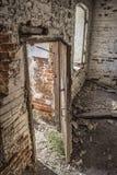 Dentro una casa abbandonata fotografia stock libera da diritti