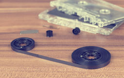 Dentro una cassetta di cassetta audio Immagine Stock