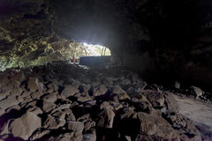 Dentro una caverna nell'isola di pasqua Immagini Stock Libere da Diritti