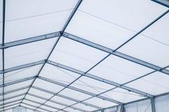 Dentro una tenda foranea di alluminio della struttura della chiara tenda foranea blu della portata fotografie stock libere da diritti