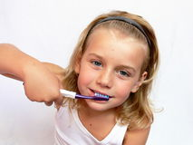 Dents de brossage Photographie stock libre de droits