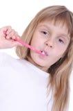 Dents de brossage d'enfant Photo stock