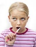 Dents de brossage de fille photographie stock libre de droits